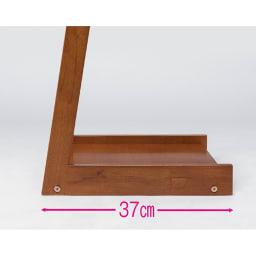 場所を選ばない天然木L型ハンガー 幅40cm 場所をとらないL型ハンガー。奥行わずか37cmの薄型。すっきりしたL型デザインが、圧迫感を軽減します。