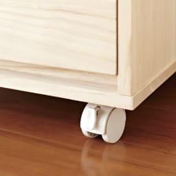 【日本製】キャスター付き総桐押し入れタンス 3段 幅75奥行44cm 前輪のキャスターはストッパー付きで、使用時のぐらつきを軽減します。