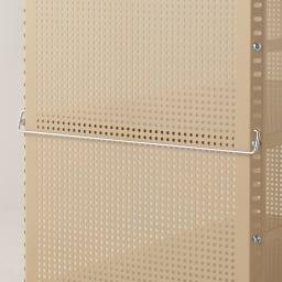 組み立て簡単 頑丈パンチングワゴン パンチングタイプ 幅35.5奥行75.5高さ64.5cm お好みの位置にハンドルを設置できます。引き出す際に便利です。