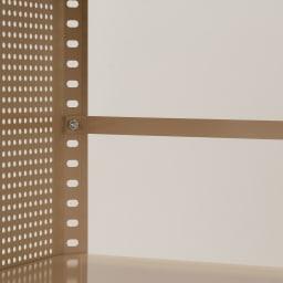 組み立て簡単 頑丈パンチングワゴン パンチングメッシュタイプ 幅43.5奥行55.5高さ64.5cm こぼれ止めバーを付属。収納物が落ちないように設置できます。