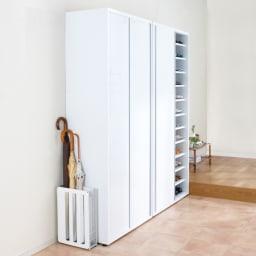 大量玄関収納 引き戸シューズボックス 幅92cm 奥行40cmで開閉にはそれ以上のスペースはいらない引き戸式タイプの下駄箱です。