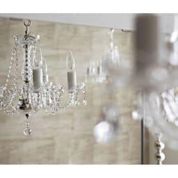 美しく飾れるシューズクローゼット 照明ライト付き下駄箱 幅80cm高さ180cm エントランスに華やぎを与えるミラーの輝き (ア)前面:ミラー・本体:ホワイト色は空間を広く見せ、おでかけ前の身だしなみチェックに便利。