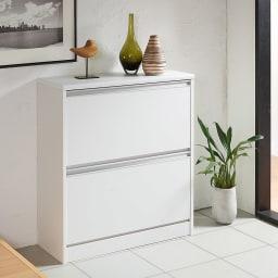 可動仕切り板でたっぷり入るフラップ式シューズボックス 2段 コーディネート例(ア)ホワイト