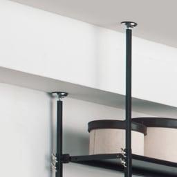 空間に美しく調和する伸縮自在木目調シューズラック 突っ張り式11段 天井はつっぱりでしっかり固定。高さ伸縮するので、梁(はり)があっても設置できます。