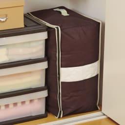 縦に収納できる炭入り消臭羽毛布団収納 (イ)ダブル3個組 ダブルサイズもすっきり縦置き。