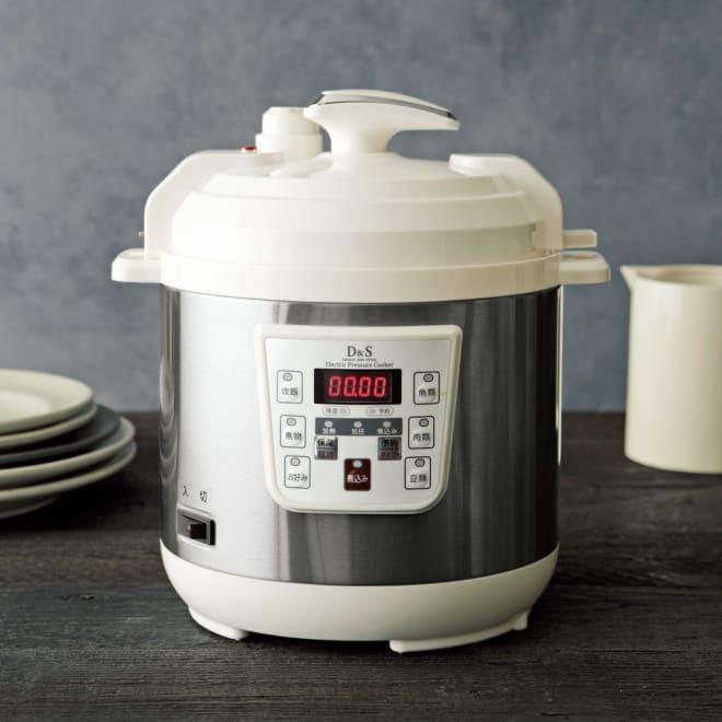 マイコン式電気圧力なべ 容量2.5L コンパクトながら1~4合までの炊飯が可能です。 (ア)ホワイト