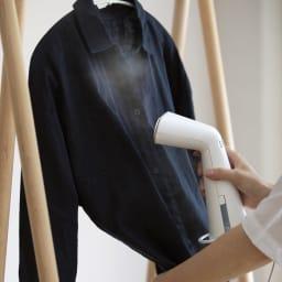 プラスマイナスゼロ 衣類スチーマー (ア)ホワイト 引っかけて収納できるリング付き。