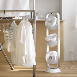 自動首振り機能付き 3連マルチファン (ア)シャンパンゴールド×ホワイト   3つのファンで強力に風を発生。洗濯物をスピード乾燥!
