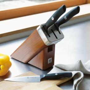 ツヴィリングJ.A.ヘンケルス セルフシャープニングナイフブロックセット(包丁3本付き) 写真