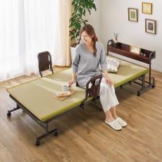 【便利な棚付き】 起き上がりもしやすい折りたたみ式畳ベッド