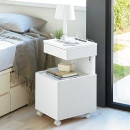 高さが調節できるナイトテーブル 幅35cm (ア)ホワイト≪高さ65cmの時≫