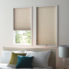 対応窓幅27~29cm(生地幅26cm) 丈80~90cm(遮光・遮熱ハニカム構造の小窓用シェード) 写真