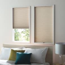 遮光・遮熱ハニカム構造の小窓用シェード(つっぱりポール付き) 写真