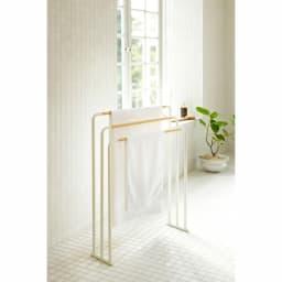 tosca/トスカ 横から掛けやすいバスタオル3連ハンガー 幅70cm 奥行19cm 高さ83cm 70×140cm以内の大判サイズも干せます。