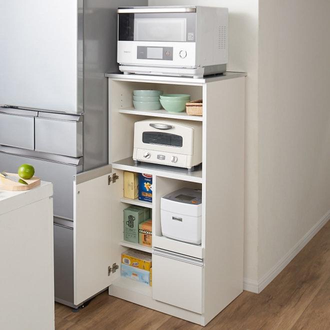ステンレス天板 コンパクトカウンター 幅60奥行48.5cm コーディネート例(イ)ホワイト 狭いキッチンでもキッチン家電、キッチン用品をまとめてコンパクトに収納できます。