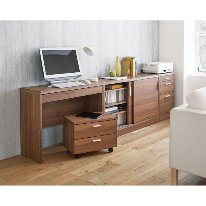 奥行35cm薄型ホームオフィス 引き戸 幅90cm コーディネート例(イ)ダークブラウン ※お届けは引き戸幅90cmです。