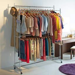 幅と高さが変えられるプロ仕様頑丈ハンガー 上下2段掛け付き ダブルタイプ・幅70~92cm 大人気の頑丈ハンガーラックの上下2段タイプです。ジャケットやスカートなどの衣類を分けて大量収納することができます。 (※写真はダブル・幅122~152cmタイプです)