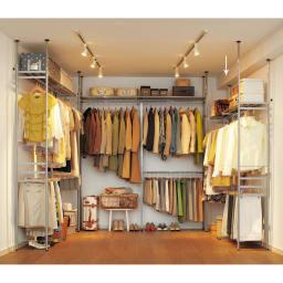 ウォークイン突っ張りハンガー 幅111~200cm・ロータイプ(高さ185~245cm)・カーテンなし もっとも服を掛けるスペースが欲しい。そんな声から生まれた薄型ハンガーです。