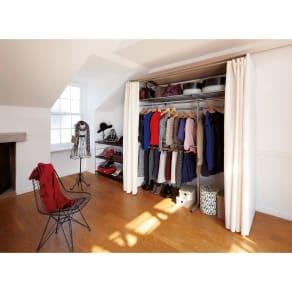 カーテン&木製サイドパネル付き 奥行68cm伸縮頑丈ハンガー 棚付きタイプ・幅117~200cm 写真