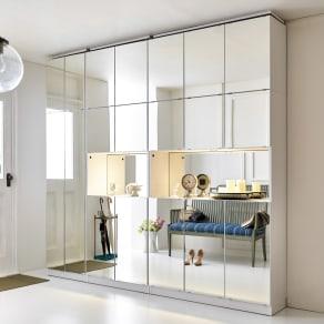 美しく飾れるシューズクローゼット 照明ライト付き 下駄箱幅119.5cm高さ180cm 写真