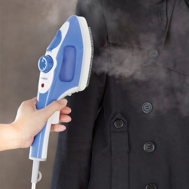 ハンディーアイロン&スチーマー (ア)ブルー ハンガーにかけたままシワ伸ばし。 ボタンを押すたびシュッ!シュッ!と力強く蒸気を噴出。
