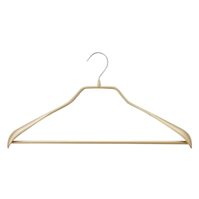 MAWA(マワ)ハンガー ボディーフォーム 5本組 (ア)ゴールド スーツ等のシルエットをキレイに保つ肩付き。上下セットで掛けられます。