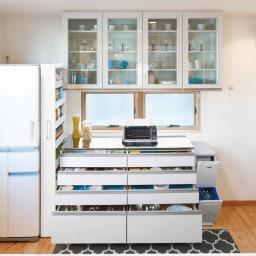 組立不要!52サイズ・3色の156タイプから選べる頑丈すき間ワゴン 幅16奥行55cm キッチン使用イメージ すき間を利用し、収納を楽しくわかりやすく。