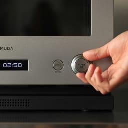 【送料無料/特典付き】BALMUDA The Range(バルミューダ ザ レンジ) ステンレスタイプ[先着100名様 レビューを書いて特典付き] 右のダイヤルで詳細設定。 レンジはあたための詳細と解凍/半解凍が。オーブンは予熱の有無と発酵の設定が可能。