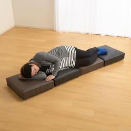 合皮シンプルモダン座布団 角型・同色2枚組 一列に並べれば簡易ベッドにも。