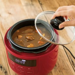 siroca/シロカ ハイブリッド 電気圧力鍋 2L(容量1.3L)SP-D131 ディノス特別セット 保温や温め直しもできます。 ディノス特典のガラスフタは保温や温め直しに便利。着脱式電源コードでそのまま食卓に出せます。