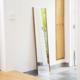 割れない軽量フィルムミラー プレミアム 天然木フレーム 30×120cm ※使用イメージ。写真は同シリーズの別商品です。