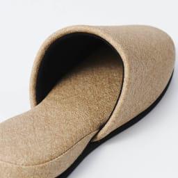 お手入れしやすいゲストスリッパ4足組 スタンダードタイプ かかと部分には、さらに厚みを持たせて、足に吸い付くような履き心地に。