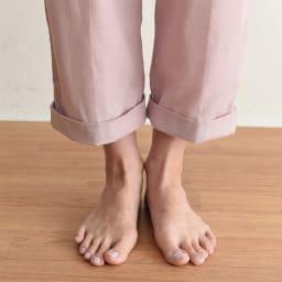 和ざらし二重ガーゼのホテルライクパジャマ (イ)グレイッシュピンク 足元は折り返しても着用できます。