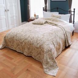イタリア製カバー〈アストリッド〉 マルチカバー [コーディネート例]ベッドスプレッドとして。  (ア)ベージュ ※お届けはマルチカバーです。