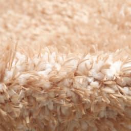 防ダニ洗えるラグ スクエア ほわほわの短い毛足の糸(白糸)を織り込んでいるため、弾力があります。
