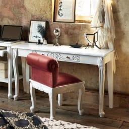 アンティーククラシックシリーズ アンティーク風コンソールテーブル(机) フラワーモチーフやくるんとした猫脚がクラシカルな空間を演出します。