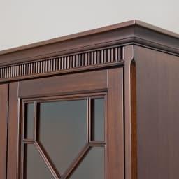 クラシカルロイヤル ケントハウスシリーズ サイドボード 前面上部に手彫りの装飾が施されています。