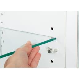 美しく飾れる 光沢仕上げ収納システム ガラス扉コレクションケース  幅60cm ガラス棚は簡単に可動 3cmピッチで調節可能で、さまざまな形状のものを飾れます。