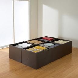 ユニット畳シリーズ お得なセット 3畳セット 幅120奥行180cm 高さ45cm ≪3畳セットの収納例≫ 畳の下にはこんなにもたっぷり隠せる収納力!収納庫の内側も化粧仕上げで、衣類やファブリック類も安心です。