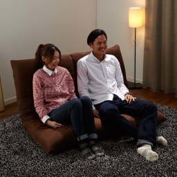 マルチリクライニング コンパクトソファ(座椅子) スタンダードタイプ ラブソファー時  ※モデル身長:157cm、180cm