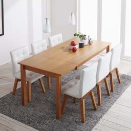 ナチュラルモダン伸長式オーク天然木ダイニングテーブル・幅135・180奥行85高さ70cm 使用イメージ≪テーブル伸長時幅180cm≫ ※お届けはテーブルです。奥行85cm、高さ70cm。テーブル下高さ68cm。