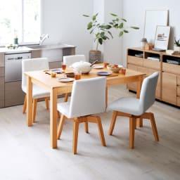 ナチュラルモダン伸長式オーク天然木ダイニングテーブル・幅135・180奥行85高さ70cm 使用イメージ≪テーブル通常時幅130cm≫ ※お届けはテーブルです。