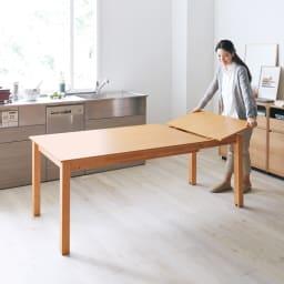 ナチュラルモダン伸長式オーク天然木ダイニングテーブル・幅135・180奥行85高さ70cm 伸長しても段差がない。オーク材の木目もキレイにつながって、フラットに広げられます。