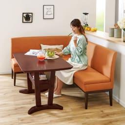 省スペース収納庫付きソファダイニング3点セット(棚付きテーブル+左カウチソファ+収納庫付き2人掛けソファ) (イ)ブラウン 座面奥行42cmと広すぎないので姿勢が安定。食事がしやすいソファです。