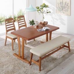 角が丸くて優しい天然木ダイニング テーブル 4本脚 幅125奥行75cm コーディネート例(ア)ナチュラル ※写真は2本脚です。お届け商品は4本脚です。