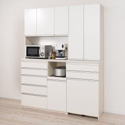 家電が使いやすいハイカウンター奥行45cm ダイニングボード高さ214cm幅140cm/パモウナCQL-S1400R CQR-S1400R コーディネート例【シリーズ商品使用イメージ】 コンパクトにそろえても総高が200cm以上あるので安心の収納力。すっきりとしたデザインで小さな狭いキッチンにもぴったり。