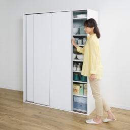 大量収納 3枚引き戸キッチン収納庫 (イ)ホワイト 左右のどちら側からもなめらかに開く滑車付きの連動式引き戸なので開閉らくらく。