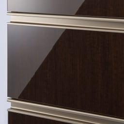 高機能 モダンシックキッチン キッチンボード 幅120奥行51高さ178cm 高級感のある面材もお手入れのしやすいハイグロス仕上げ。さっと拭き取りが可能なのでいつでもきれいなキッチンに。