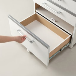 収納しやすいステンレストップカウンター 引き出しタイプ幅89cm 安定感を持たせるために手前にもキャスターを付けています。