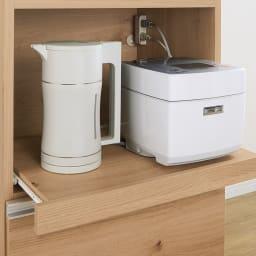 時短が叶う家電活用ハイカウンター 幅90cm 全てのオープン部の右奥に2口コンセント付き。